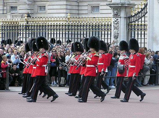 Londen_Guard.mounting.buck.palace.arp.jpg