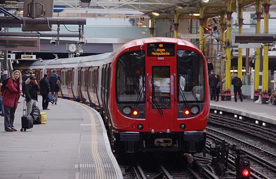 Londen_Underground_-_Farringdon_station.jpg