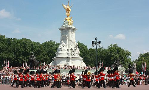 Londen_aflossen_van_wacht_Buckingham_palace.jpg