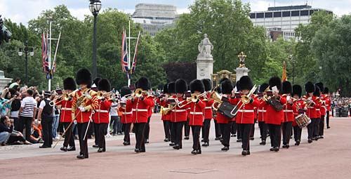 Londen_changing_guards.jpg
