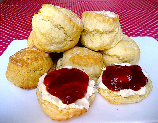 Londen_scones-clotted-cream-and-strawberry-jam.jpg