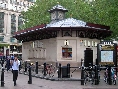 Londen_ticket_booth.jpg